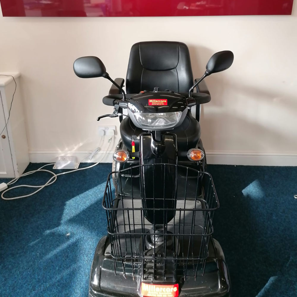 pre-owned-mobility-scooter-pioneer-mc7-two.jpg